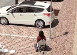 Cadeira de rodas que se guarda sozinha no carro é nova patente da Ford.