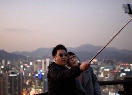 A invenção (e a reinvenção) do pau de selfie.
