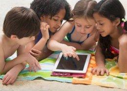 Novas tecnologias são ferramentas para vigiar as crianças.
