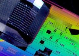 Outro nível: novo chip de memória de luz é 100 vezes mais rápido que um SSD.