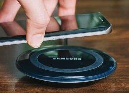 Patente da Samsung prevê carregador sem fio para 2 aparelhos ao mesmo tempo