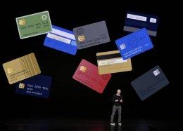 Apple cede ao criticado cartão de crédito para devolver brilho ao iPhone.