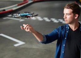 Fabricante anuncia novo drone controlado com gestos de mão.
