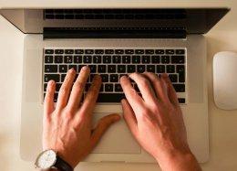 Homem que diz ter criado o e-mail processa site por difamação e pede US$ 35 mi