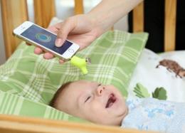 Gadget mede temperatura de criança sem tocá-la.