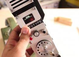 Usuário constrói celular com discador rotativo dos telefones antigos