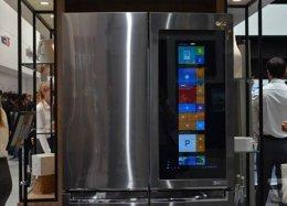 LG mostra geladeira que roda o Windows 10.