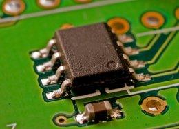 Pesquisadores criam microchip com 1.000 processadores