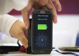 Novo carregador promete encher bateria em apenas 30 segundos.