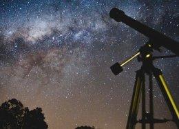 Estudante descobre dois novos planetas usando inteligência artificial.