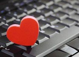 Aplicativo para solteiros cria namorado que liga e até envia mensagens para usuários.