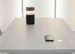 Como mesas do futuro vão carregar a bateria de gadgets usando o calor do seu café