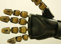 Pesquisadores criam pele digital que dá tato a próteses artificiais.