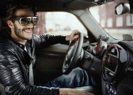 Mini revela óculos com 'visão de raio-X' para motoristas.
