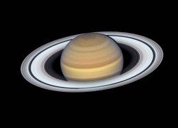 Hubble captura imagem tão bela de Saturno que nem parece real.
