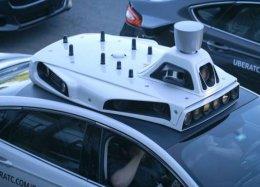Uber começa a realizar corridas com veículos sem motoristas.