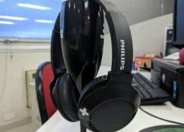 Testamos: Philips Bass+ é uma boa opção para quem curte fones grandes
