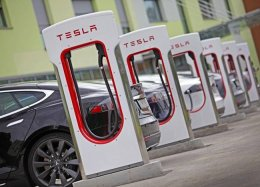 Tesla quer abrir sua rede de postos de recarga para outras montadoras.