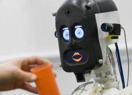 China começa a testar troca de farmacêuticos por robôs