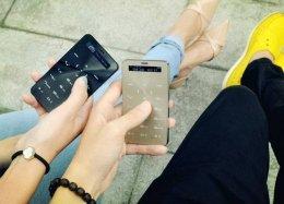 Celular tem o tamanho de um cartão de crédito e bateria que dura 3 meses.