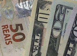 Novo projeto de lei deixaria compras em dólar no cartão mais baratas.