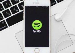 Spotify muda termos e pode compartilhar dados bancários de seus usuários.