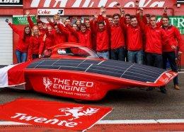 Carro solar é vendido por 317 mil euros em leilão na Holanda.