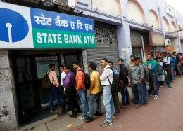 Índia cria app que permite contratar alguém para ficar na fila do banco